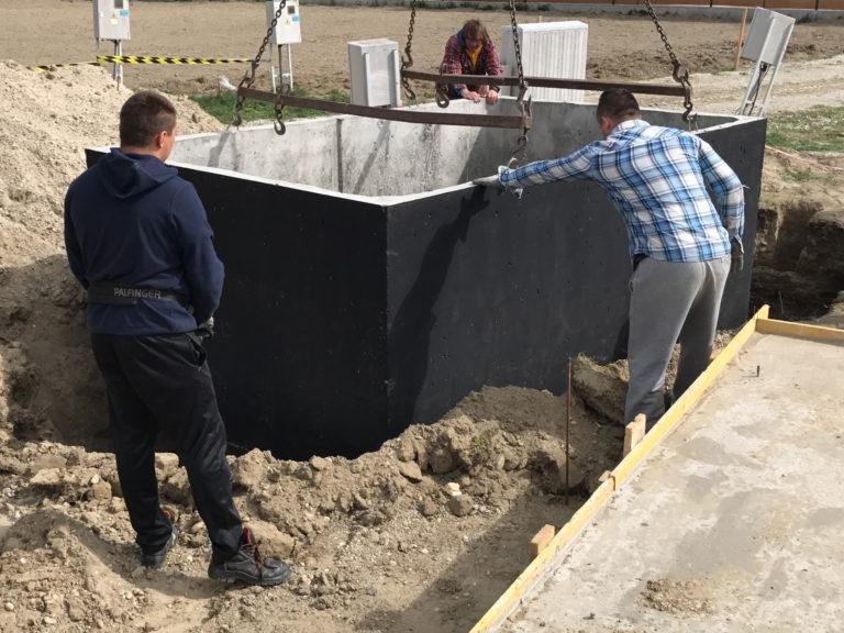 Betonová nádrž osazení